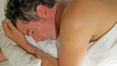 Cet homme qui dort pourrait très bien être en train de réduire sa consommation de tabac (illustration, 2011)