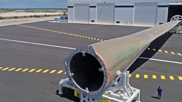 L'usine LM Wind Power (activité énergies renouvelables de GE) de Cherbourg (Manche) fabrique des pales géantes (107 mètres) pour des éoliennes en mer.