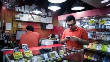 En Chine, le succès d'Apple crée un business important qui flirte parfois avec l'illégalité.
