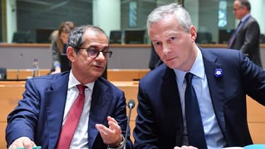 Le ministre des Finances de l'Italie Giovanni Tria (gauche) et son homologue français Bruno Le Maire (droite), lors de la réunion de l'Eurogroupe lundi.