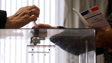 En 2010, lors du précédent scrutin, un peu moins d'un électeur sur deux s'était rendu aux urnes.