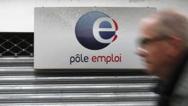 L'OCDE souligne que le taux d'emploi des seniors en France est inférieur à la moyenne de l'Union européenne et de l'OCDE.