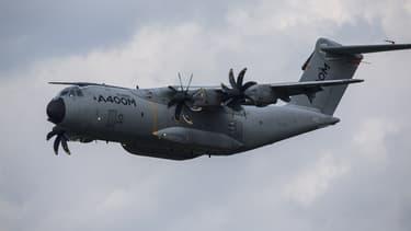 Quatre patients rhodaniens ont été transportés par avion militaire à Paris ce mardi.