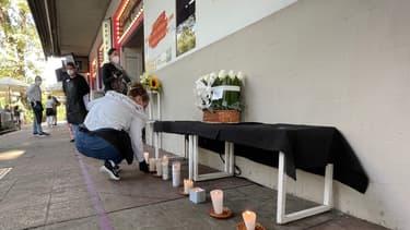 Hommage à la victime devant son restaurant à Mexico.