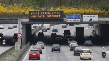 A Paris et sa proche banlieue, seule les véhicules avec une plaque d'immatriculation se terminant par un chiffre impair étaient autorisées à rouler.