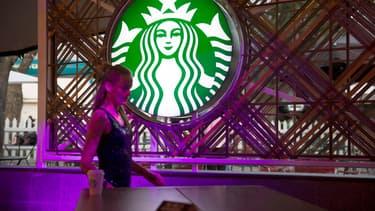 Starbucks va économiser un milliard de pailles par an.