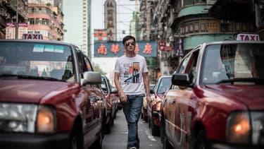 Des responsables des administrations du transport, de la sécurité, du commerce et de l'industrie ont investi les locaux d'Uber à Guangzhou (Canton)