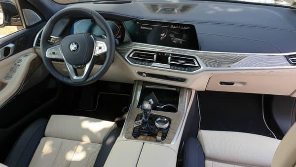 L'intérieur reprend le meilleur des technologies actuelles proposées par BMW.