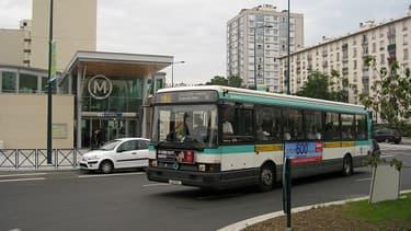 Bus de la ligne 235 de la RATP