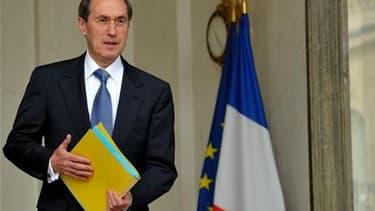 Dans une interview au Figaro samedi, le ministre de l'Intérieur, Claude Guéant, déclare que l'objectif de 30.000 expulsions d'étrangers en situation irrégulière en 2011, fixé par le gouvernement, sera dépassé. /Photo d'archives/REUTERS/Philippe Wojazer