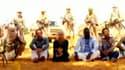 """Capture d'écran des images des otages français enlevés au Niger à la mi-septembre, diffusées jeudi par Al Djazira. Ces images constituent un """"signe encourageant"""" selon les autorités françaises, qui ne disposaient d'aucune preuve de vie. Des enregistrement"""