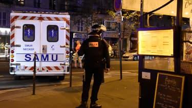 Un policier à proximité du Bataclan, le soir des attentats du 13 novembre 2015.