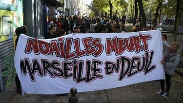 Marche blanche organisée samedi 10 novembre 2018 à Marseille en hommage aux victimes de l'effondrement de deux immeubles dans le quartier de Noailles