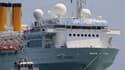 Le paquebot Costa Allegra s'est amarré jeudi matin dans le port de Victoria, capitale des Seychelles, après avoir passé trois jours sans électricité au milieu de l'océan Indien. /Photo prise le 1er mars 2012/REUTERS/Ahmed Jadallah