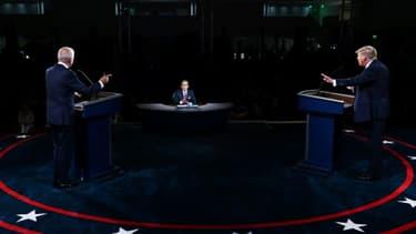 Le président américain Donald Trump (à droite) et le candidat démocrate Joe Biden lors du débat télévisé à Cleveland, Ohio (Etats-Unis), le 29 septembre 2020 (Photo d'illustration)