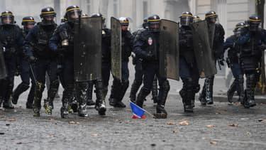 Image d'illustration - Policiers lors d'une manifestation des gilets jaunes à Paris, le 1er décembre 2018.