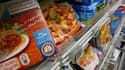 Des produits halal dans le rayon d'un supermarché de Nantes. Le groupe Nestlé a suspendu la production de viande halal de la marque Herta en France en raison de suspicions sur ses produits. /Photo d'archives/REUTERS/Stéphane Mahé