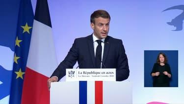 Le président Emmanuel Macron au Mureaux, le 2 octobre 2020
