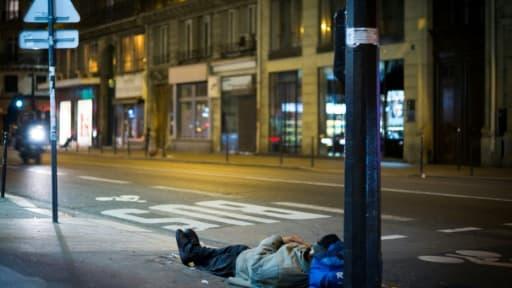 A peine plus d'un appel sur trois au 115, le numéro d'urgence des sans-abri, a abouti à une solution d'hébergement entre le 10 juin et le 10 juilllet, alors que le nombre d'appels a augmenté par rapport à l'été dernier, selon un baromètr...