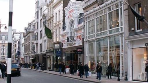 Bond Street à Londres, dans le quartier de Mayfair, est une des rues les plus chics de la capitale britannique.