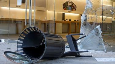 Un Apple Store vandalisé à Los Angeles, le 31 mai 2020