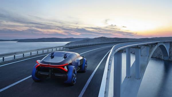 Après un concept de petite voiture urbaine et partagée, Citroën imagine le luxe du voyage avec une grande berline de 4,65 mètres.