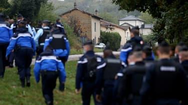 Des gendarmes de la compagnie de Bourgoin-Jallieu, lors des recherches pour retrouver Victorine, en Isère, le 28 septembre 2020.