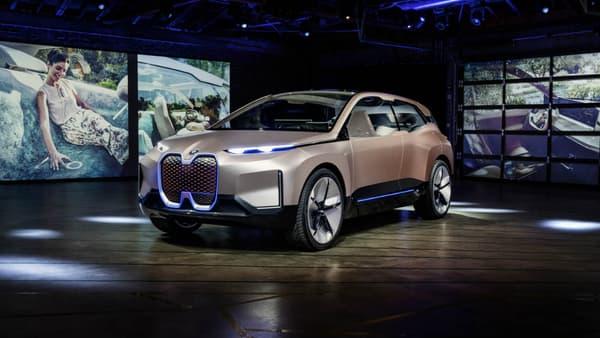 Le concept iNext Vision incarne le SUV familial du XXIème siècle pour BMW. Long de 5,055 mètres, large de 2,06 mètres, il embarque des batteries dans le plancher, deux moteurs électriques à l'avant comme a l'arrière, le tout pour 600 kilomètres d'autonomie.