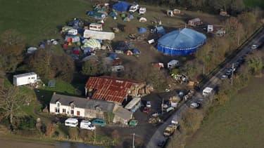 """Le juge des référés du tribunal de Saint-Nazaire a autorisé mardi le préfet de Loire-Atlantique à détruire les cabanes des opposants à l'aéroport de Notre-Dame-des-Landes, qu'il juge """"illicites"""". Selon la principale association d'opposants au projet, une"""