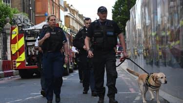 Des policiers dans les rues du Borough Market ce dimanche 4 juin.