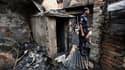 Au moins 114 personnes ont péri dans l'incendie qui a détruit dans la nuit de jeudi à vendredi un quartier historique de Dacca, où les secours sont toujours à la recherche de victimes. /Photo prise le 4 juin 2010/REUTERS/Andrew Biraj