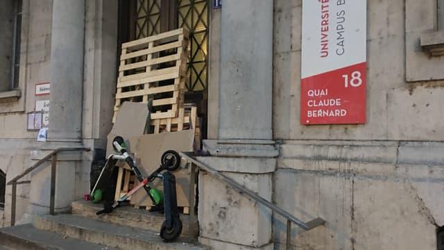 Les étudiants ont bloqué les accès de l'université Lyon 2.
