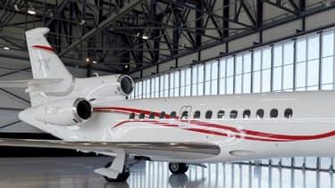 Un avion d'affaires Falcon 7X de l'avionneur français Dassault Aviation est parqué à l'aéroport du Bourget (France) le 28 février 2018
