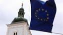 Drapeau européen devant le parlement croate à Zagreb. La Commission européenne a donné mardi son feu vert à l'adhésion de la Croatie à l'Union le 1er juillet prochain, tout en assurant garder un oeil attentif sur les efforts menés par Zagreb dans la lutte