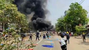 Une manifestation dans le canton de Thaketa dans la partie orientale de Yangon, au Myanmar