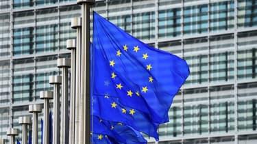 """La chancelière allemande Angela Merkel et le Premier ministre turc Ahmet Davutoglou ont annoncé vendredi viser une suppression des visas pour les Turcs souhaitant se rendre dans l'espace Schengen """"d'ici octobre"""" dans le cadre des négociations pour tenter de freiner l'afflux de migrants - 22 janvier 2016"""