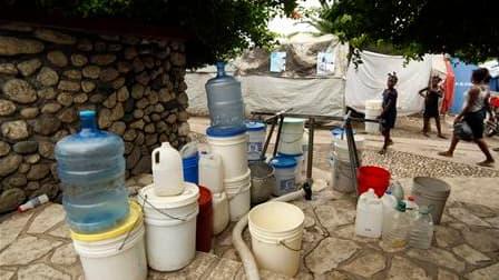 L'épidémie de choléra qui a tué près de 600 personnes et en a contaminé plus de 9.000 autres à Haïti a atteint désormais la capitale, Port-au-Prince, où vivent dans des camps de fortune plus de 1,3 million de rescapés du séisme du 12 janvier. /Photo prise