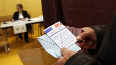 Le Parti chrétien-démocrate (PCD) de Christine Boutin, qui a renoncé à se présenter à la présidentielle pour rejoindre Nicolas Sarkozy, compte présenter une centaine de candidats aux élections législatives. /Photo d'archives/REUTERS/Antoine Gyori