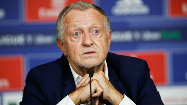 Jean-Michel Aulas lors d'une conférence de presse de l'OL