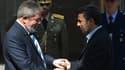 Le président brésilien Lula da Silva en compagnie de son homologue iranien Mahmoud Ahmadinejad, dimanche à Téhéran. L'Iran, le Brésil et la Turquie ont signé lundi l'accord sur la procédure d'échange de combustible nucléaire, opération visant à dissiper l