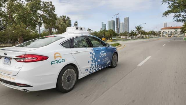 L'une des berlines Fusion autonome, qui sera utilisée par Ford dans sa flotte de voitures sans chauffeur à Miami.
