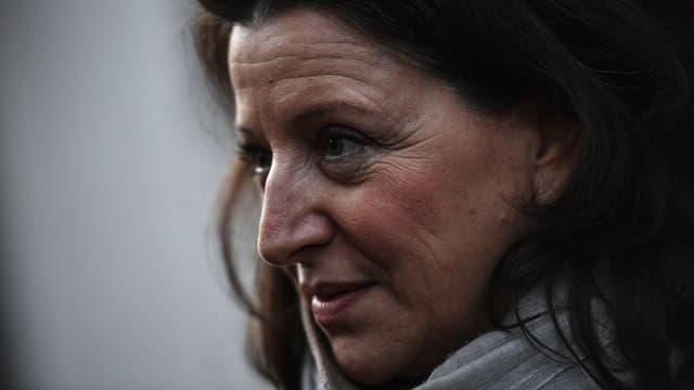 Agnès Buzyn, ex-ministre de la Santé, candidate LaREM à la mairie de Paris, le 18 février 2020 dans rues de la capitale