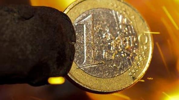 La Banque de France a confirmé jeudi prévoir une croissance nulle de l'économie française au quatrième trimestre 2011, sur la base des résultats de son enquête mensuelle de conjoncture. /Photo prise le 7 décembre 2011/REUTERS/Ognen Teofilovski