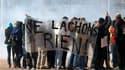 Lycéens et étudiants ont manifesté par milliers jeudi partout en France (comme ici à Lyon) pour appuyer les grèves contre le projet de réforme des retraites. /Photo prise le 21 octobre 2010/REUTERS/Robert Pratta