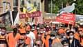 Des manifestants participent à une manifestation de chasseurs pour dénoncer l'interdiction de la chasse à la glu, à Prades, dans le sud-ouest de la France, le 12 septembre 2020.