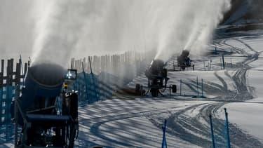 Les canons à neige ont permis à la station El Colorado de maintenir toutes ses pistes ouvertes.