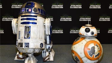 R2-D2 et BB-8 à la convention Star Wars à Anaheim en Californie en avril 2015.