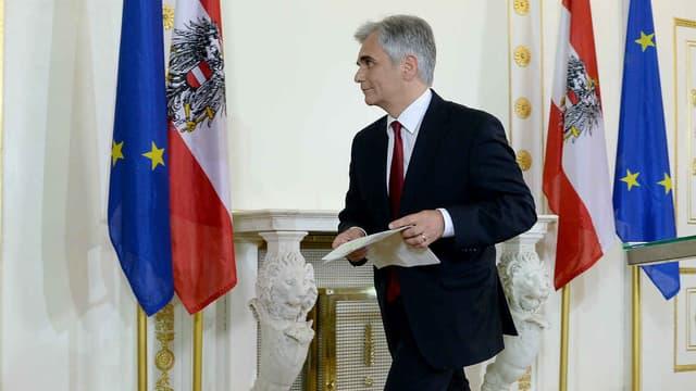 Deux semaines après la débâcle de son parti au premier tour de l'élection présidentielle, le désormais ex-chancelier Werner Faymann (ici le 9 mai 2016), a démissionné de sa fonction.