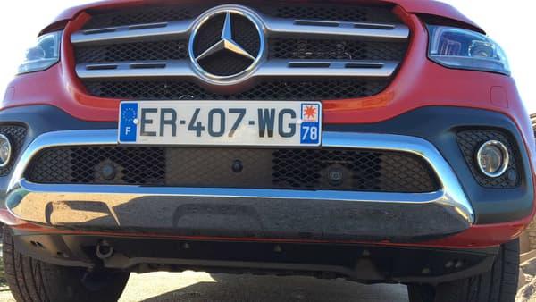 En version Power, disponible à partir de 48.165 euros, le Classe X retrouve tous les atours d'une Mercedes, comme le chrome.
