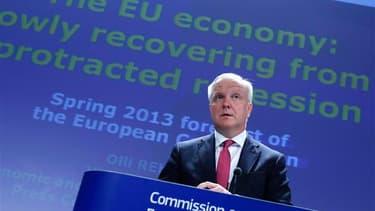 Le commissaire européen aux Affaires économiques et monétaires, Olli Rehn, a annoncé vendredi que la Commission européenne était prête à accorder un délai de deux ans à la France -jusqu'en 2015- pour ramener le déficit de ses finances publiques sous 3% du